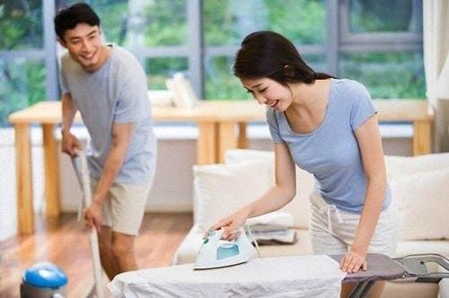 Chồng phụ vợ làm việc nhà