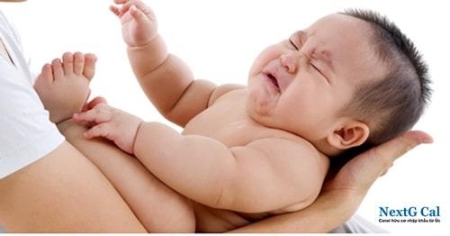 Dấu hiệu bé sơ sinh thiếu canxi