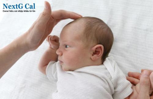 Trẻ sơ sinh rụng tóc là thiếu chất gì