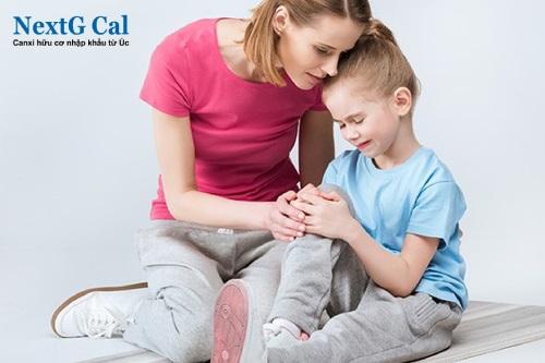Trẻ bị nhức mỏi chân tay