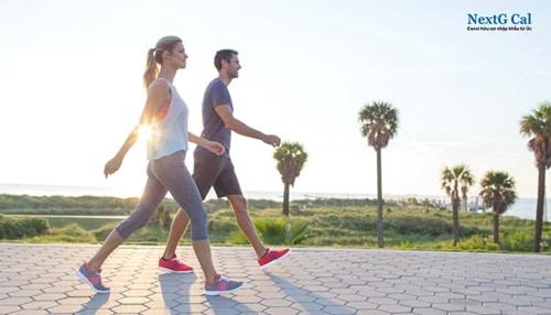 Bị đau thoái hóa khớp gối có nên đi bộ không