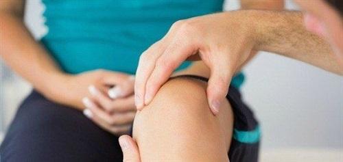 cách trị đau khớp gối sau sinh