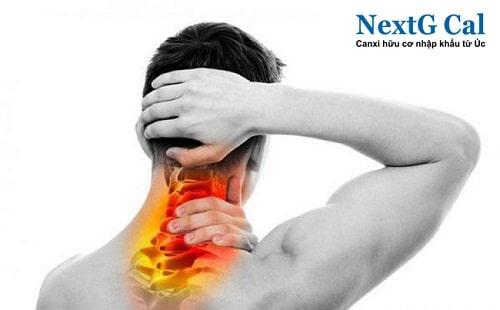 đau cơ cổ bên phải