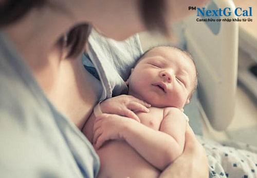 Thuốc bổ sung canxi cho mẹ sau sinh