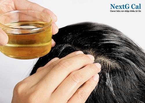 Mẹo chữa rụng tóc sau sinh bằng dầu dừa