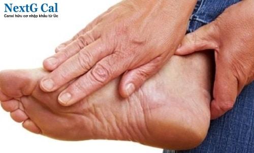 Nguyên nhân bị viêm khớp chân
