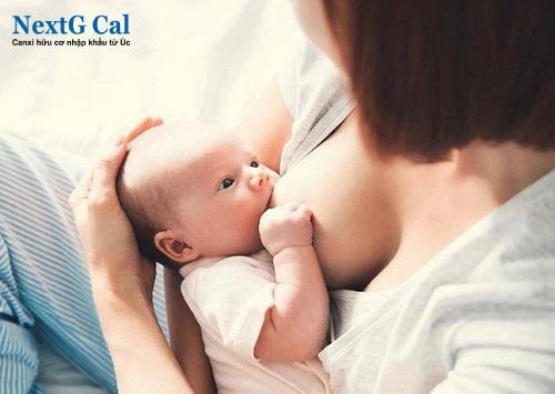 Cách chữa đầu bẹt cho bé
