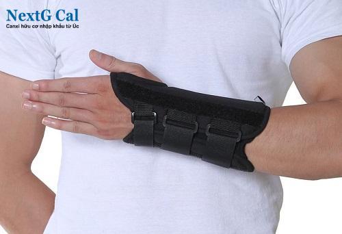 Cách điều trị viêm khớp cổ tay
