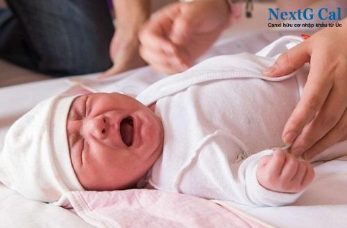 Cách trị em bé khóc đêm