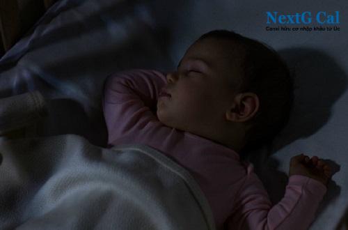 Em bé khóc đêm phải làm sao