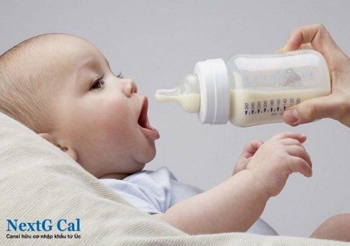 Tại sao trẻ sơ sinh bị nấc cụt