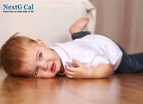 Trẻ chậm biết đi có ảnh hưởng gì không?