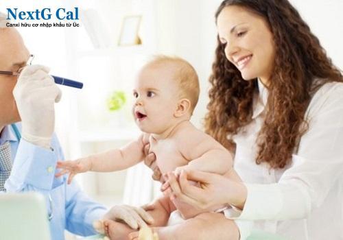 Trẻ sơ sinh bị nấc nhiều có sao không
