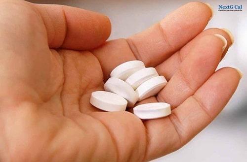 Bệnh viêm khớp dạng thấp uống thuốc gì
