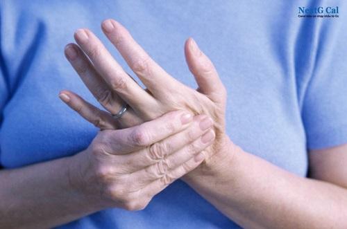 Gãy xương bàn tay ngón út