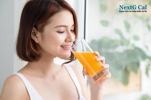 Có nên uống canxi cùng nước cam