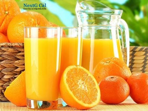 Uống canxi và nước cam cùng lúc có nên không