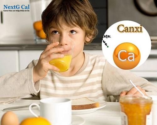 Uống nước cam với canxi được không